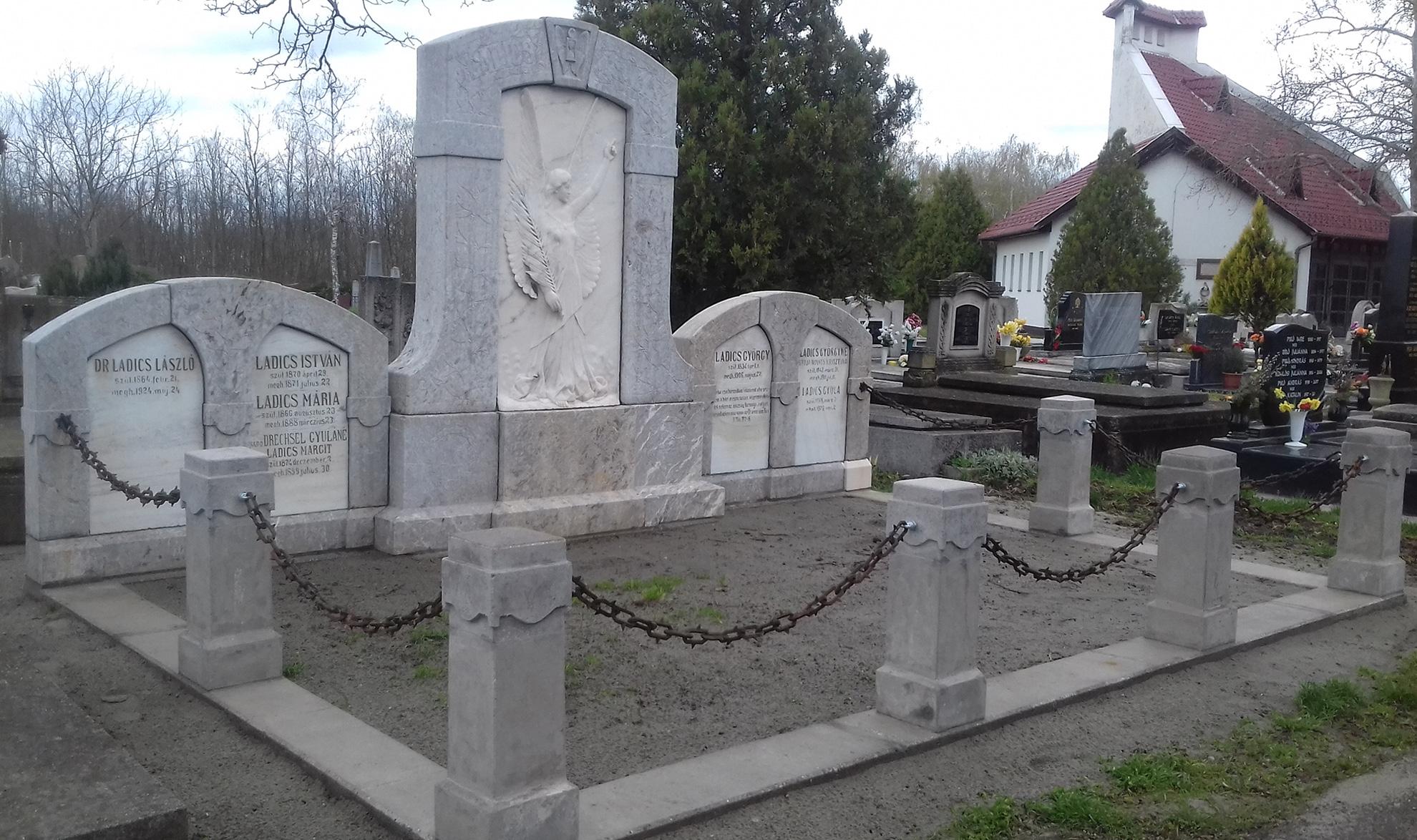 Ladics család síremléke